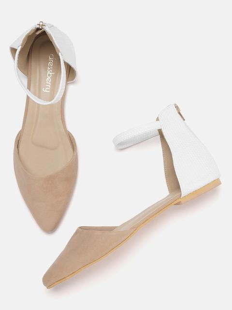 DressBerry Women Beige & White Mid-Top Colourblocked Flats