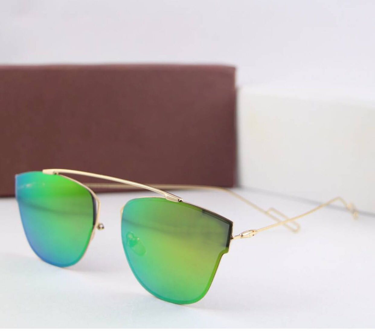 luxurystore Golden And Gold Stylish Sunglasses W 1411